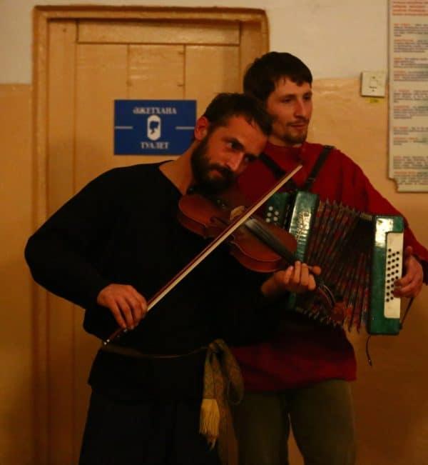 """Ставка на Костяна Большого. Пари """"Концертина фа-мажор"""" Губера на скрипке."""