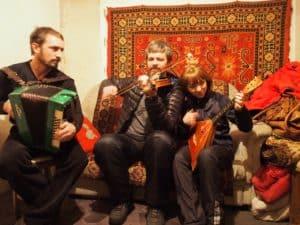 Народная музыка: применимы ли умения игры на гармони к другим инструментам?